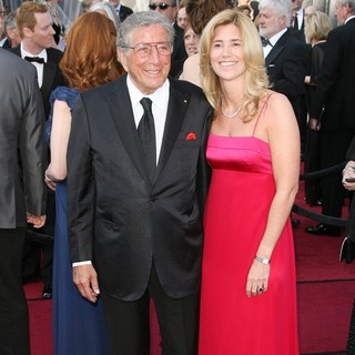 Tony Bennett, Patricia Beech in 84th Annual Academy Awards - Arrivals
