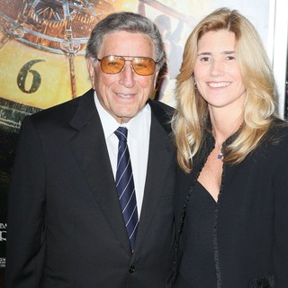Tony Bennett, Susan Crow in Hugo Premiere