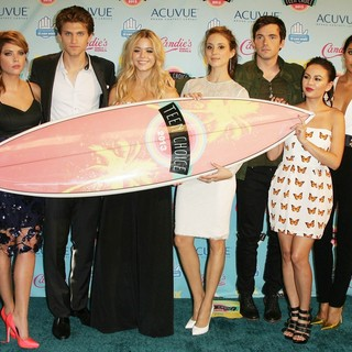 Ashley Benson, Keegan Allen, Sasha Pieterse, Troian Bellisario, Ian Harding, Janel Parrish, Shay Mitchell in 2013 Teen Choice Awards - Press Room