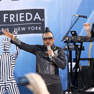 apl.de.ap in Good Morning America Presents The Black Eyed Peas