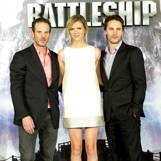 Peter Berg, Brooklyn Decker, Taylor Kitsch in The Spain Photocall for Battleship