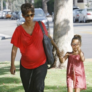 Halle Berry, Nahla Ariela Aubry in Halle Berry Heads to A Doctors Appointment