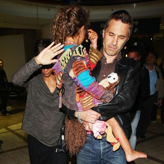 Halle Berry, Nahla Ariela Aubry, Olivier Martinez in Halle Berry Arrives at LAX Airport with Olivier Martinez and Nahla Aubry