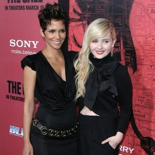Halle Berry, Abigail Breslin in Los Angeles Premiere of The Call