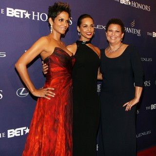Halle Berry, Alicia Keys, Debra L. Lee in BET Honors 2013: Red Carpet Presented by Pantene - Arrivals