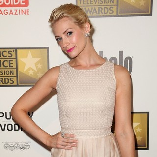 Beth Behrs in 2012 Critics' Choice TV Awards - Arrivals