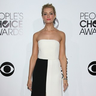 Beth Behrs in The 40th Annual People's Choice Awards - Arrivals