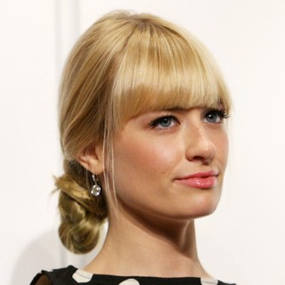 Beth Behrs in People's Choice Awards 2014 Nominations Press Conference
