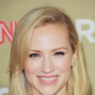 Beth Riesgraf in CNN Heroes: An All-Star Tribute - Arrivals - beth-riesgraf-cnn-heroes-an-all-star-tribute-03
