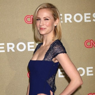 Beth Riesgraf in CNN Heroes: An All-Star Tribute - Arrivals - beth-riesgraf-cnn-heroes-an-all-star-tribute-04