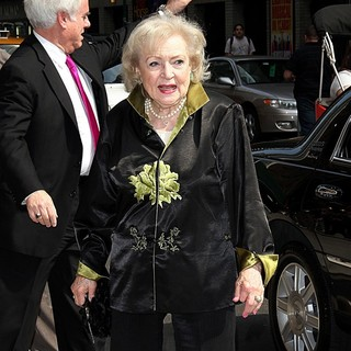 Betty White Arrives at The Ed Sullivan Theater for The Late Show with David Letterman - betty-white-late-show-with-david-letterman-02