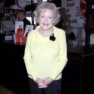 Betty White Signs Copies of Book If You Ask Me (And of Course You Won't) - betty-white-signs-copies-of-book-01