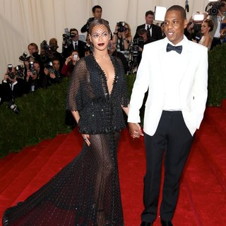Beyonce Knowles, Jay-Z in Charles James: Beyond Fashion Costume Institute Gala - Arrivals