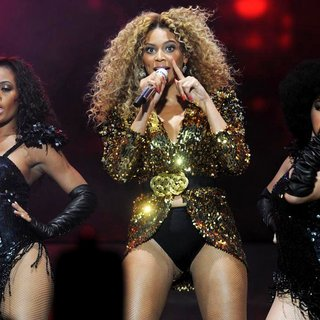 Beyonce Knowles - The 2011 Glastonbury Music Festival - Day 3 - Performances