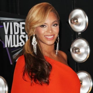 Beyonce Knowles in 2011 MTV Video Music Awards - Arrivals