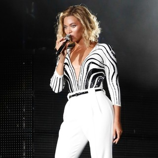 Beyonce Knowles - Beyonce Performs at The 2013 Made in America Festival