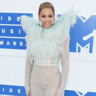 2016 MTV Video Music Awards - Red Carpet Arrivals