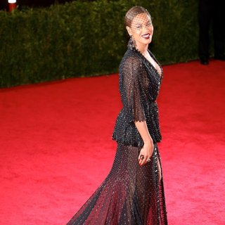 Beyonce Knowles in Charles James: Beyond Fashion Costume Institute Gala - Arrivals