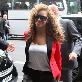 Beyonce Knowles in Beyonce Going to Have Dinner with Her Husband