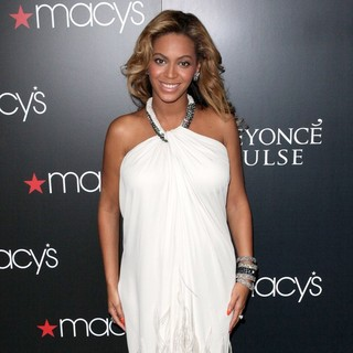 Beyonce Knowles in Beyonce Knowles Promotes Her New Fragrance Pulse