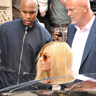 Beyonce Knowles in Beyonce Knowles and Jay-Z Leave The Le Meurice Hotel and Head to The Famous L'Avenue Restaurant