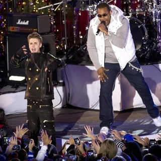 Justin Bieber - Justin Bieber and Busta Rhymes Perform for The Pre-Taping of The Rockefeller Center Christmas