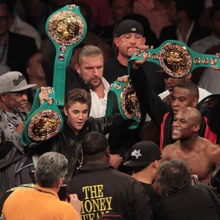 Triple H in The Fight Floyd Mayweather, Jr. Defeated Miguel Cotto by Way of A Twelve Round Unanimous Decision - bieber-triple-h-mayweather-jr-fight-floyd-mayweather-jr-vs-miguel-cotto-01