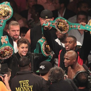 Triple H in The Fight Floyd Mayweather, Jr. Defeated Miguel Cotto by Way of A Twelve Round Unanimous Decision - bieber-triple-h-mayweather-jr-fight-floyd-mayweather-jr-vs-miguel-cotto-02