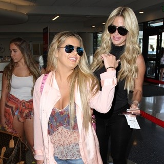 Kim Zolciak Arrives with Her Daughters at Los Angeles International Airport