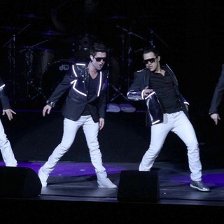 Big Time Rush in 102.7 KIIS FM's Jingle Ball 2011 - Show