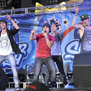 Big Time Rush in B96 Pepsi SummerBash 2011