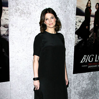 "Jeanne Tripplehorn in Los Angeles Premiere of The HBO Original Series ""Big Love"" Season 5"