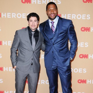 Jason Biggs, Michael Strahan in 2013 CNN Heroes: An All Star Tribute - Red Carpet Arrivals