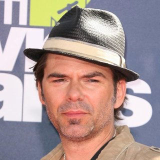 Billy Burke in 2011 MTV Movie Awards - Arrivals