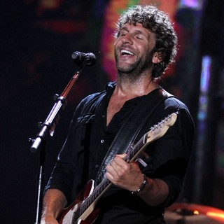 Billy Currington in 2010 CMA Music Festival Nightly Concerts - Day 3 - billy-currington-2010-cma-music-festival-nightly-concerts-day-3-07