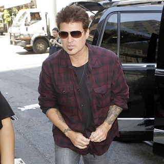 Billy Ray Cyrus Arrives at A New York Hotel - billy-ray-cyrus-arrives-at-a-new-york-hotel-01