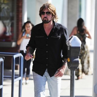 Billy Ray Cyrus in Billy Ray Cyrus Leaving Urth Cafe