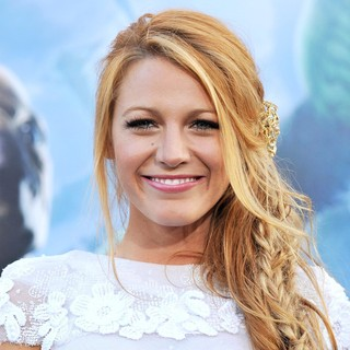 Blake Lively in Los Angeles Premiere of Warner Bros. Pictures Green Lantern