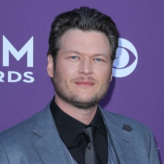 Blake Shelton in 2012 ACM Awards - Arrivals - blake-shelton-2012-acm-awards-01