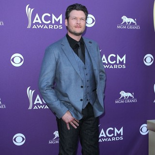 Blake Shelton in 2012 ACM Awards - Arrivals - blake-shelton-2012-acm-awards-02