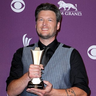 Blake Shelton in 2012 ACM Awards - Press Room