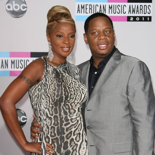 Mary J. Blige, Kendu Isaacs in 2011 American Music Awards - Arrivals