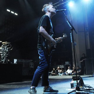 Blink-182 Performing Live on Stage - blink-182-performing-live-on-stage-01