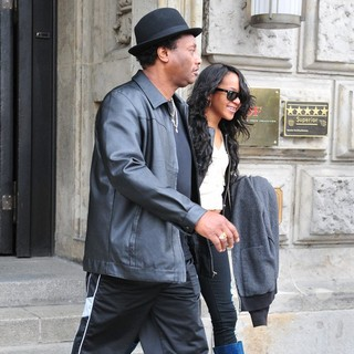 Bobbi Kristina Brown in Bobbi Kristina Brown Leaving The Hotel de Rome