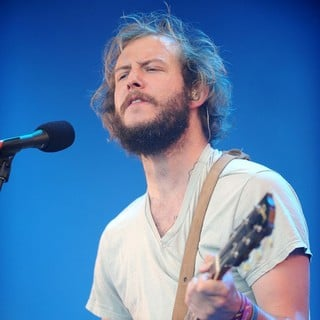 Bon Iver Performing at The 2009 Glastonbury Festival - Day 3 - bon-iver-2009-glastonbury-festival-day-3-01