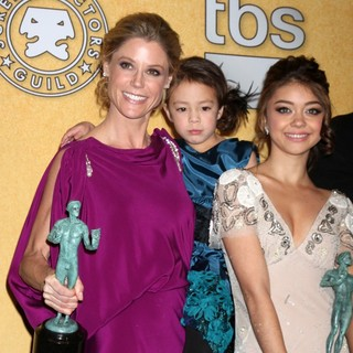 Julie Bowen, Aubrey Anderson-Emmons, Sarah Hyland in The 18th Annual Screen Actors Guild Awards - Press Room
