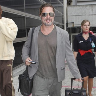 Brad Pitt in Brad Pitt Arrives at LAX Airport Pulling His Own Suitcase