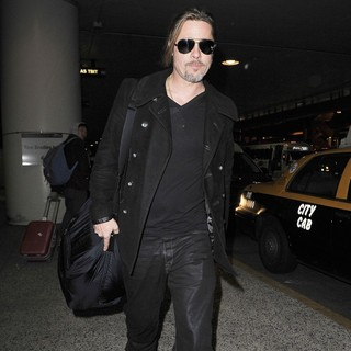 Brad Pitt in Brad Pitt Arriving at LAX After Flying in from London