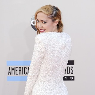 Brandi Cyrus in 2013 American Music Awards - Arrivals