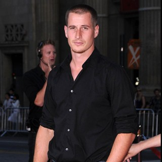 Brendan Fehr in World Premiere of The X-Files: I Want to Believe - brendan-fehr-premiere-the-x-files-i-want-to-believe-02